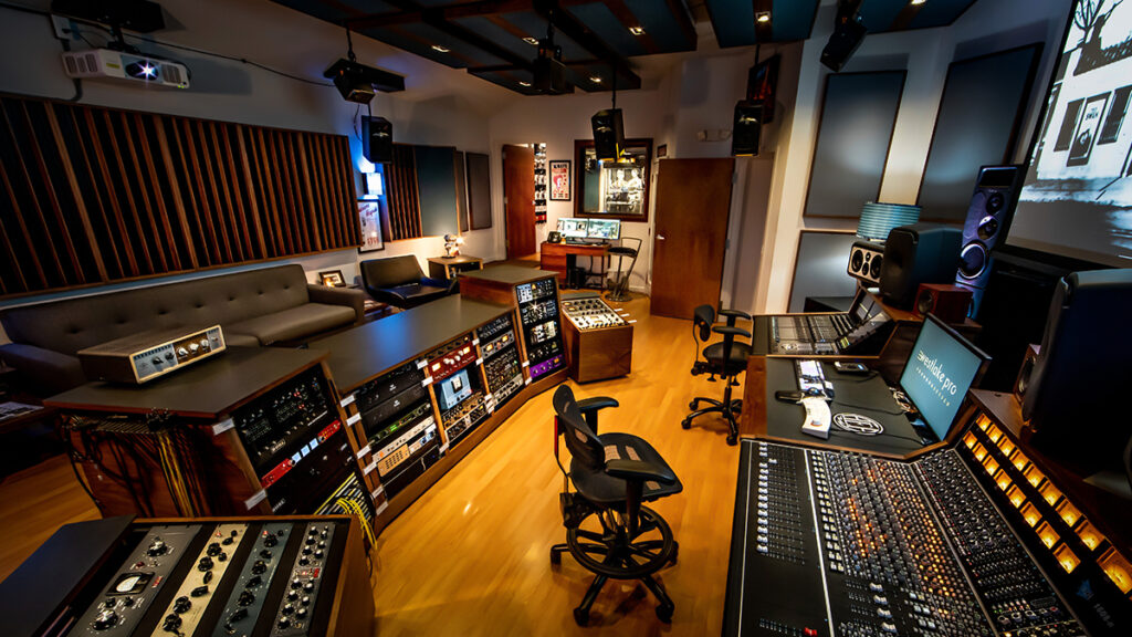 All Media Capital Post_0002_Nashville Store-33